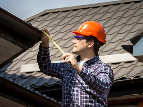 7 Things Roofing Contractors In Denver Look For During Hail Season