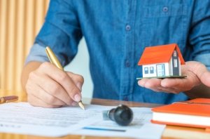 A Homeowner's Guide To The Roof Insurance Claim Process